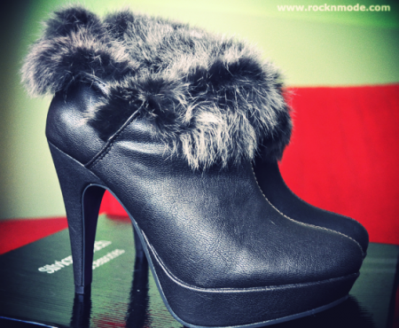 My new boots with fur… and the snow!