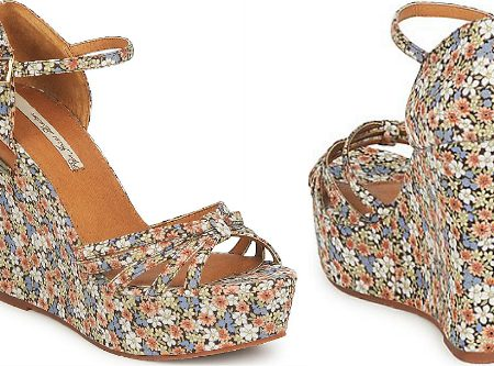 Must-have: sandalo con zeppa total-floral