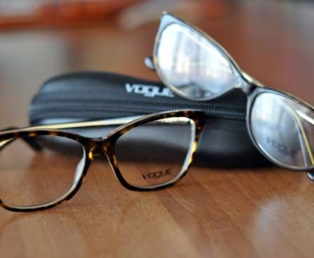 SHOPPING – Kate Moss per Vogue eyewear: la nuova collezione a-i 2012/13