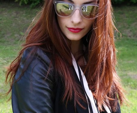 Rock style – Mirrored sunglasses and studded pumps