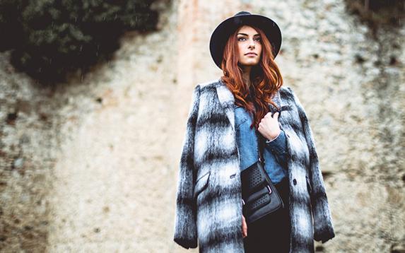 Outfit – Stile androgino: francesina borchiata e cappotto maschile