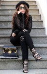 Laura Manfredi, total black outfit, fashion blogger, outfit blogger, ripped jeans, rocknmode outfit, italian fashion blogger, borsa tracolla bicolor Aldo, Rock'n'Mode fashion blog, jeans strappati 2w2m, jeans 2w2m, collezione autunno-inverno 2014/15, Touch Eyewear, cappello a bombetta, maglia a rete, sandali cinti, Glamour Italia, Glamour Shop&Share, nineties trend, trend anni 90, ritorno anni 90, '90s fashion trends, outfit nineties inspired