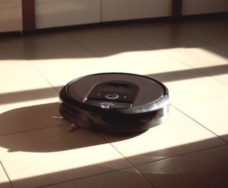 iRobot Roomba i7+: il robot che pulisce tutta casa e si svuota da solo